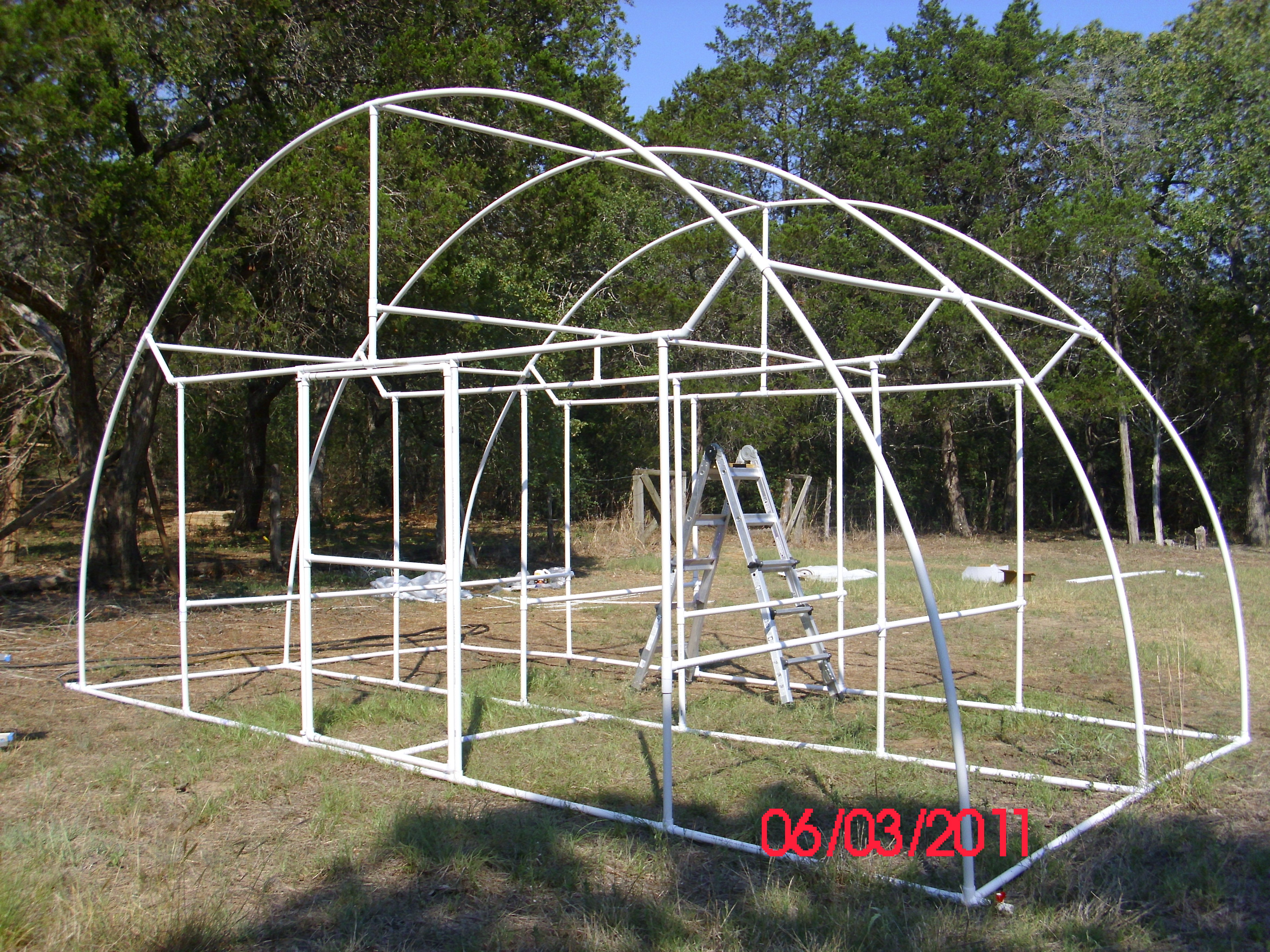 pictures of a build it yourself pvc dome greenhouse